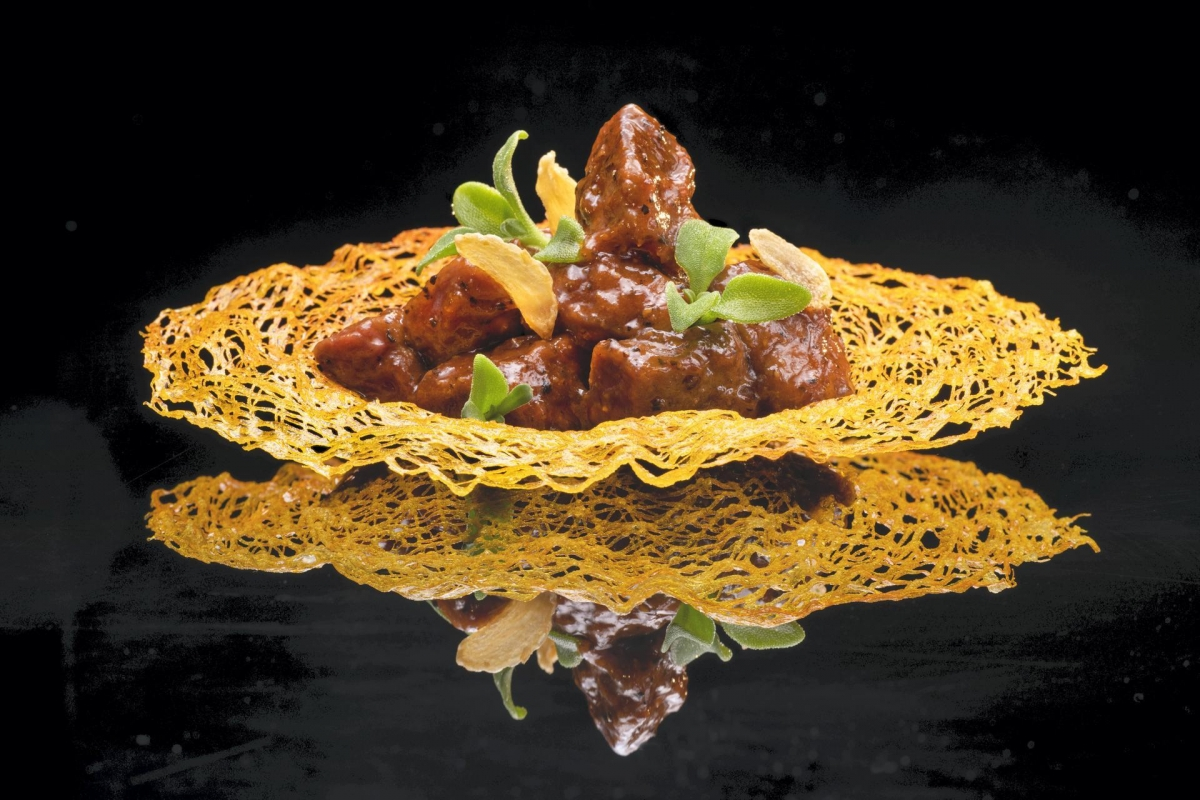 Hakkasan famous stir-fried black pepper rib-eye beef